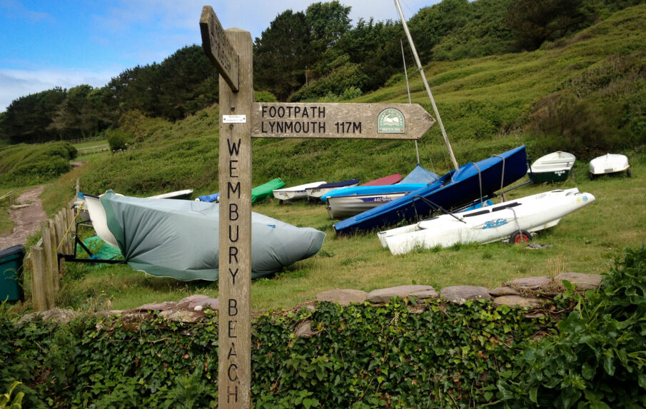 Footpath sign at the start of the Two Moors Way showing the footpath to Lynmouth is 117 miles.